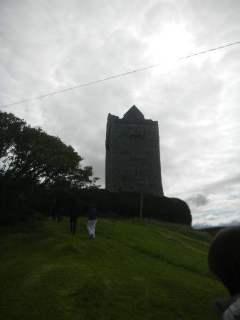 Ballinalacken Castle Country House: Ballinalacken Castle Ruins