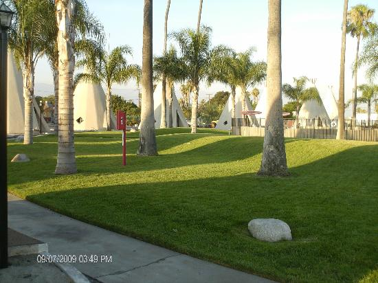 Wigwam Motel: Grounds