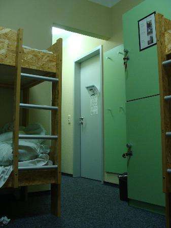 Pathpoint Cologne Backpacker Hostel: room