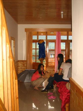 Tourist Nest Old Manali: family house downstair