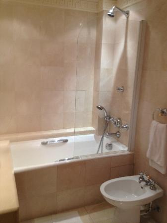 Hotel Napoleon Paris: La salle de bains