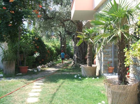 Villa Eden: Gardens