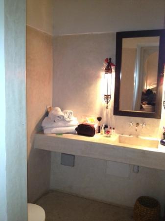 Hotel & Spa Dar Baraka & Karam: The bathroom was big but has shower