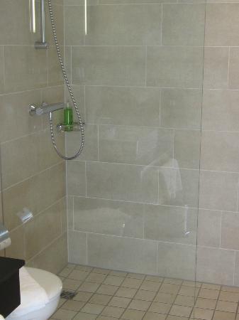 Oversum - Vital Resort Winterberg: große Dusche