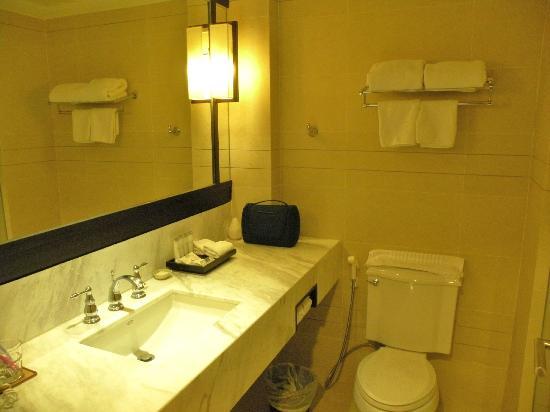 Sawaddi Patong Resort & Spa: Cuarto de baño