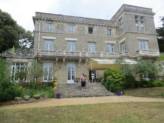Chateau du Pelave : terras where you eat breakfast