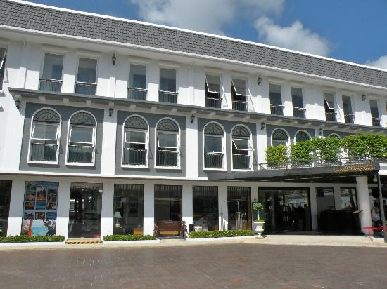 Sawaddi Patong Resort & Spa: Fachada del hotel