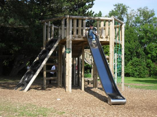 Μόρκαμπ, UK: new wooded play area at rear of park