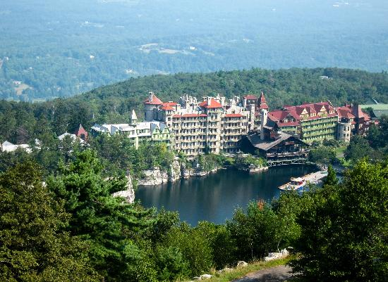 Mohonk Mountain House: View from Sky Top