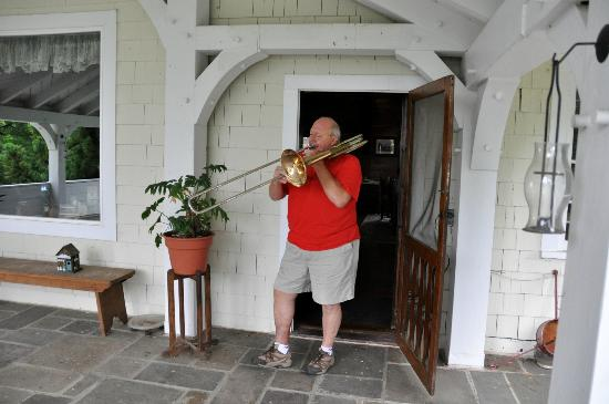 The Storm King Lodge: Hal serenades us on the porch
