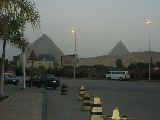 Le Méridien Pyramids Hotel & Spa: outside the Hotel
