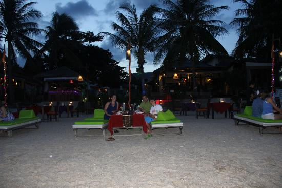 Samui Jasmine Resort: Dining on the beach