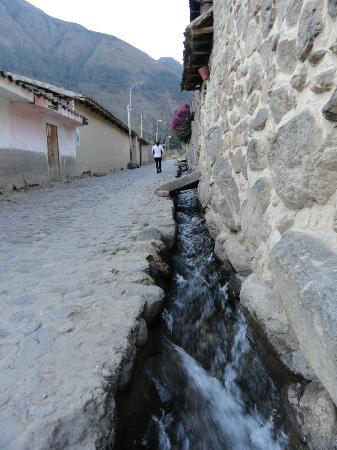 Casa de Wow!!!: Ancient water supply running down the street in front