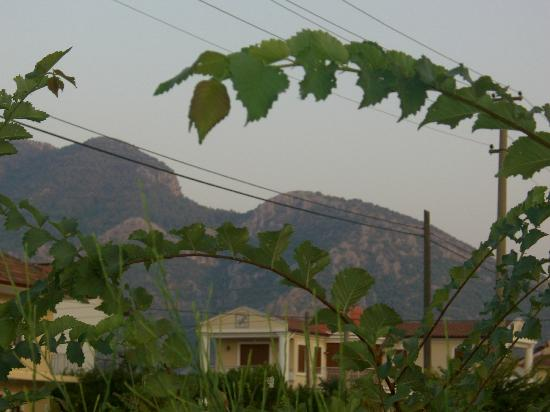 Minta Apart Hotel: View of hills from the minta