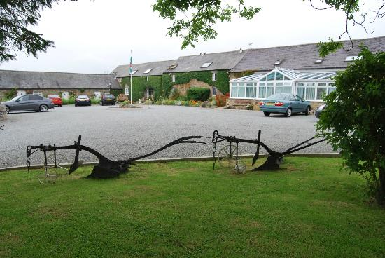 Nant Yr Odyn Country Hotel & Restaurant Ltd: Front of Hotel