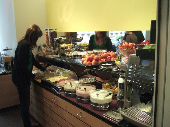 Hotel Basilea: Breakfast buffet