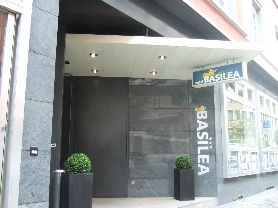 Hotel Basilea: Main entrance Hotel Basilea