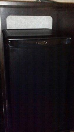 Quality Inn: Good sized mini fridge 202
