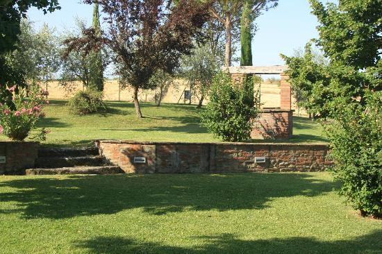 Villa Rosa dei Venti: Lovely outdoor area with fields of wheat in the background