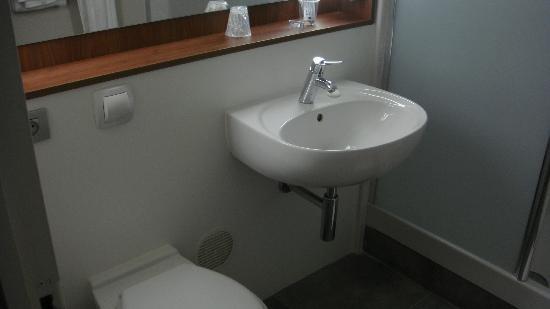 Hotel Campanile Toulouse Sud-Balma - Cite De L'Espace: Salle de bain