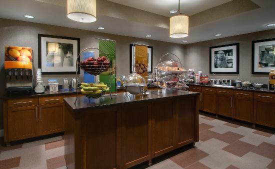 Hampton Inn Ft. Wayne-Southwest: Breakfast Buffett