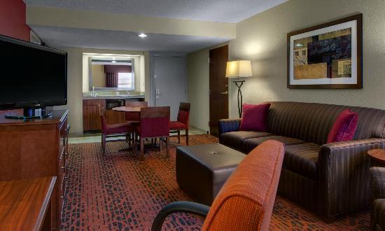 Hampton Inn Ft. Wayne-Southwest: Two Roo Suite