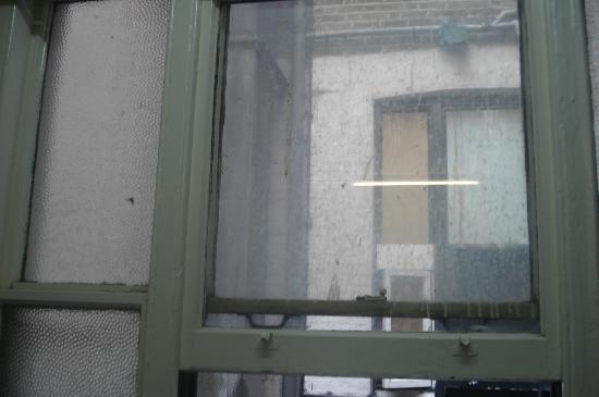 Hyde Park Hostel: propreté de la fenêtre de la chambre