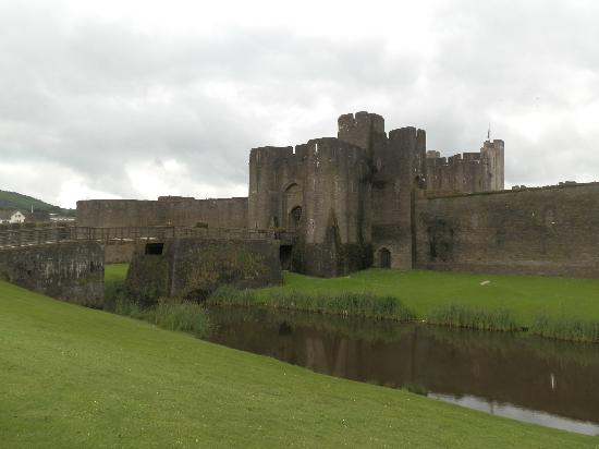 Archaeotours Day Tours: Caerphilly Castle