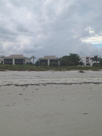 Sanibel Beach Club: Units from the beach