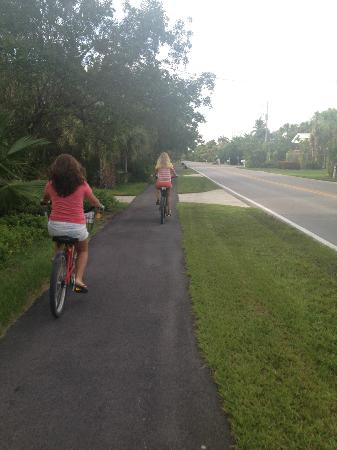 Sanibel Beach Club: Bike path