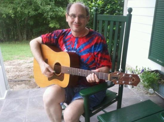 The Red Horse Inn: Dennis playing sweet music on the front porch