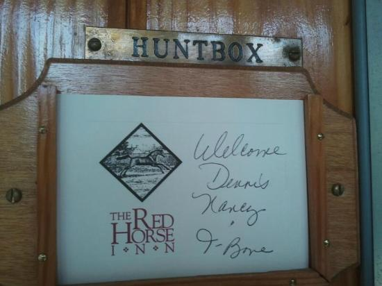 The Red Horse Inn: Welcome on the door
