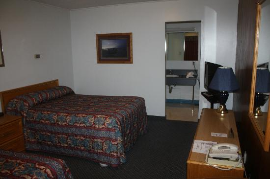 White River Motel : room angle 2