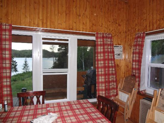 Lacs a Jimmy Outfitter and Cottages: salle a manger chalet geai bleu