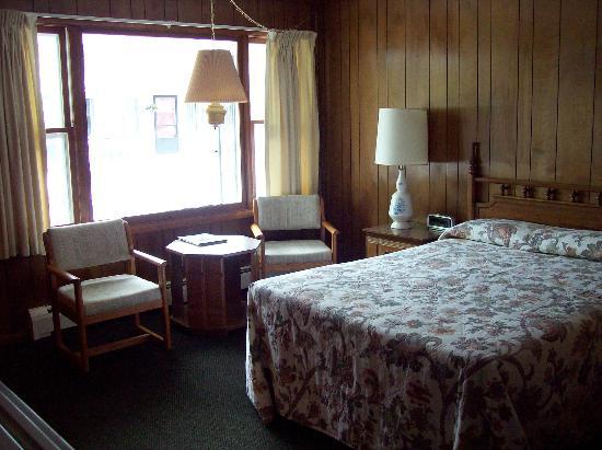 Bambi Motel: Large window