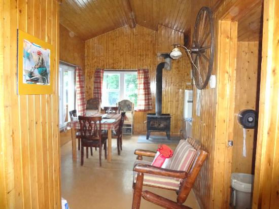 Lacs a Jimmy Outfitter and Cottages: salon chalet geai bleu