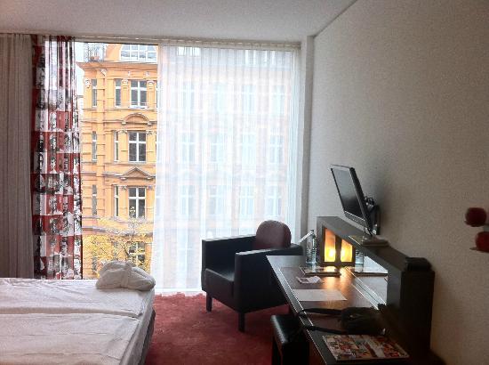 ARCOTEL Velvet: Chambre et baie vitrée