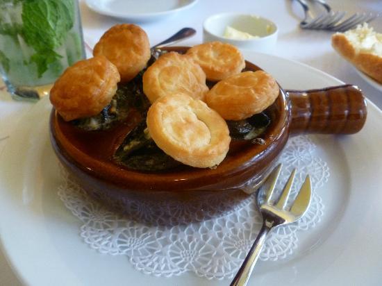 Bistro Poplar : Garlic Butter Escargot with Puff Pastry