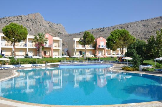 Lindos travel guide - Shows Ville di Lindos hotel