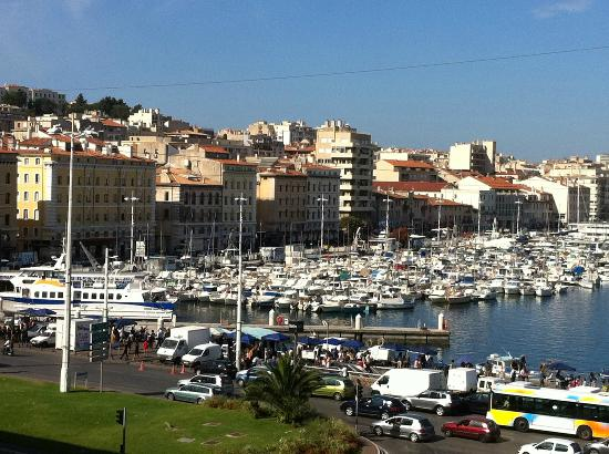 Escale Oceania Marseille Vieux Port: Vue de notre chambre (5e étage), en tournant la tête bien à droite