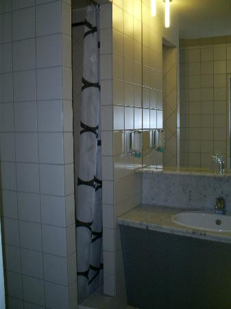 Hotel Cristall: bathroom with shower