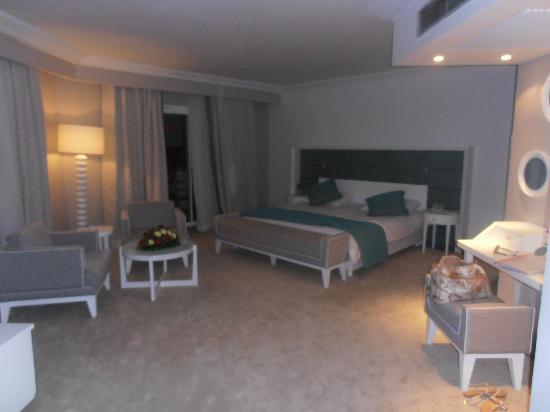 El Mouradi Hammamet: кровать