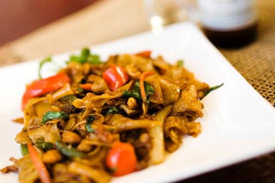 Rin's Thai Restaurant: Pad Kee Mow Chicken