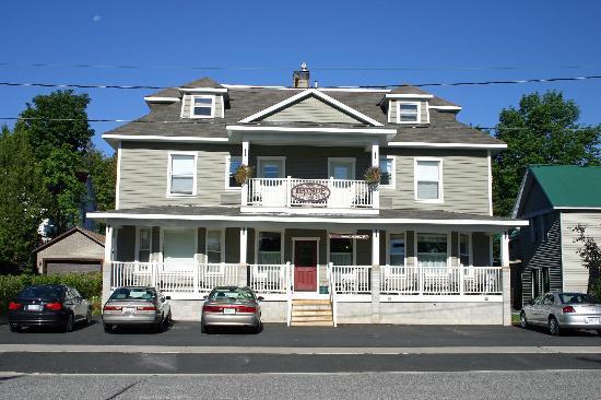 Bayside Inn : Front of Hotel