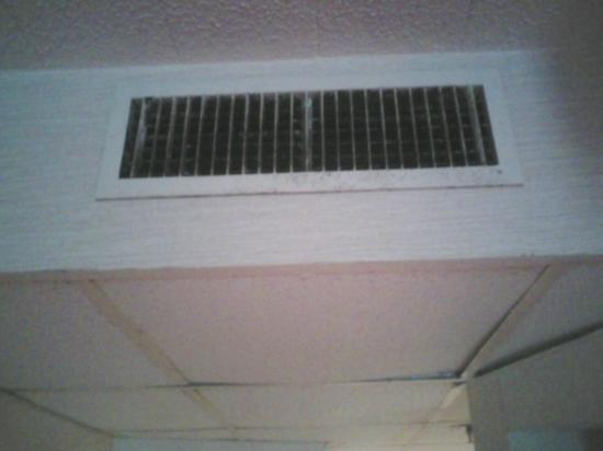 Fernwood Resort: Moldy Air Conditioning Vent