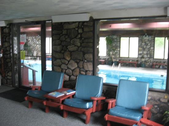 Mollyockett Motel: The rooms had a back entrance into a hallway, that went to the pool