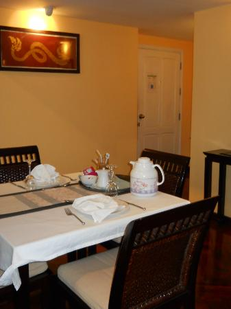 The Grand Luang Prabang Hotel & Resort: Dining room table in Executive Mekong Suite