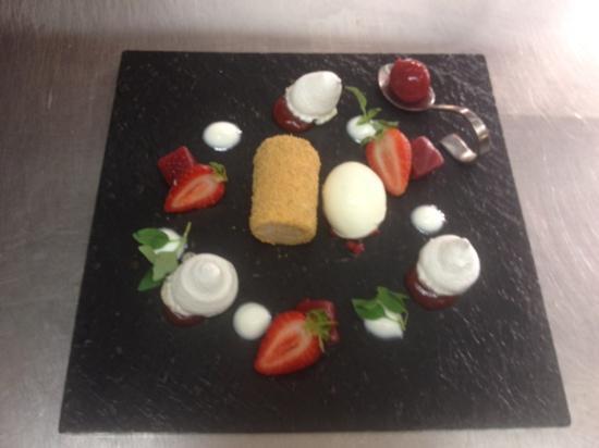 The Black Horse Inn: Sand Hutton strawberries, yoghurt and meringue