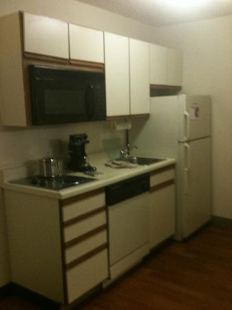 Candlewood Suites Detroit/Warren: Kitchen area