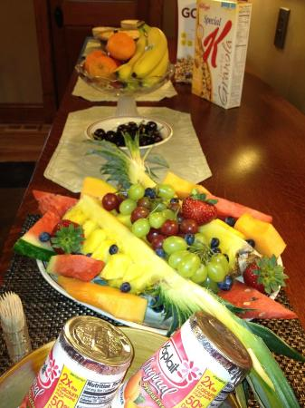 Chestnut House Bed & Breakfast: Breakfast Fruit *daily*